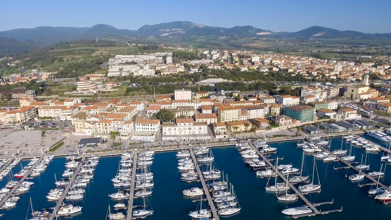圣温琴佐,意大利 城市如被看见从空气 免版税库存照片