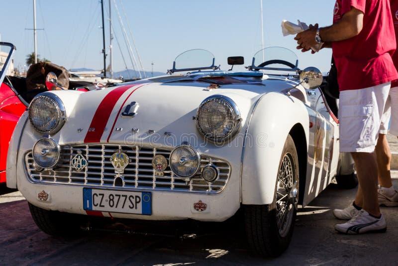 圣港斯特凡诺,意大利- 2012年6月23日:交付桃莉葡萄酒汽车 免版税库存图片