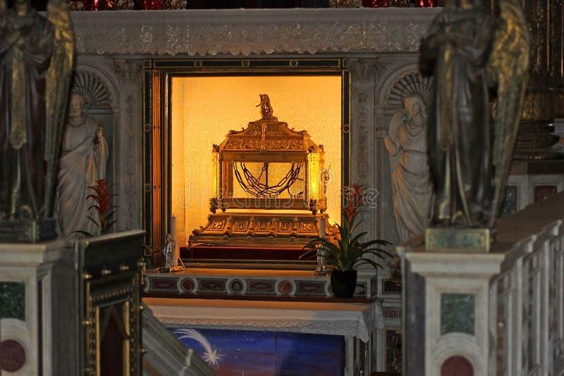 圣物箱,包含圣皮特圣徒・彼得链子,大教堂圣彼得罗在Vincoli在罗马,意大利 库存图片