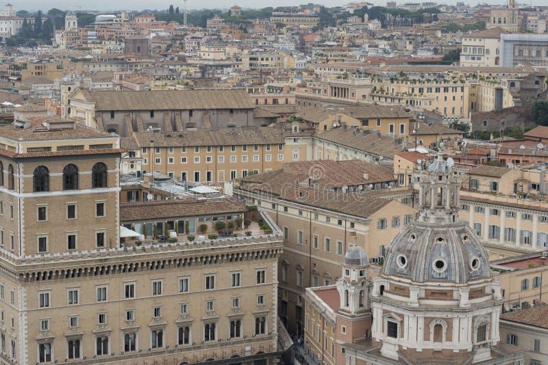 圣玛丽亚二洛雷托省和屋顶看法  免版税库存照片