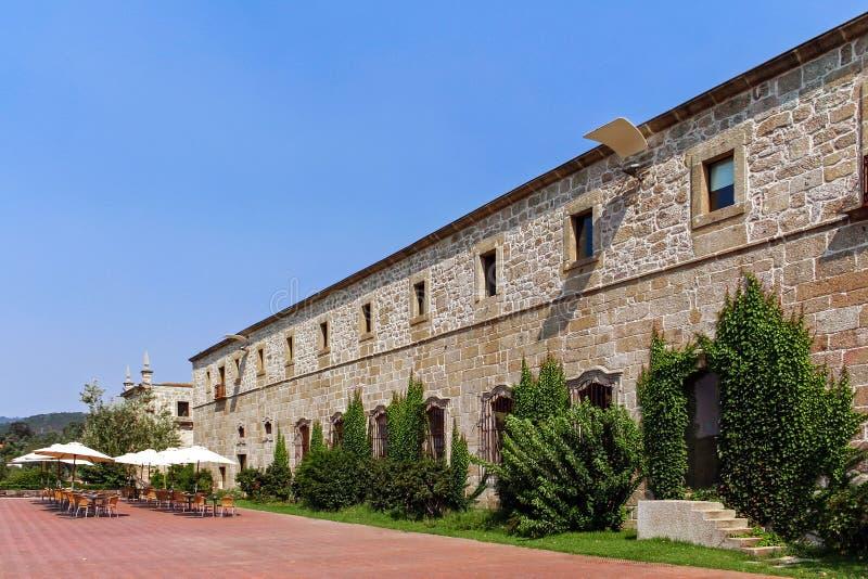 圣玛丽亚做Bouro修道院和Pousadas de葡萄牙历史旅馆  Amares,葡萄牙 免版税库存图片