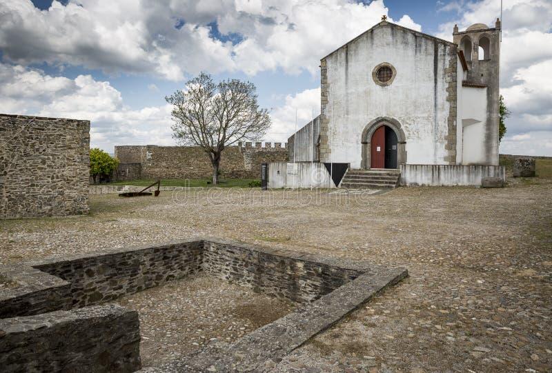圣玛丽亚在Abrantes市,圣塔伦做在城堡里面的Castelo教会,葡萄牙区  免版税库存照片
