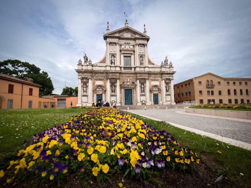 圣玛丽亚大教堂的门面在波尔图在拉韦纳,意大利 库存图片