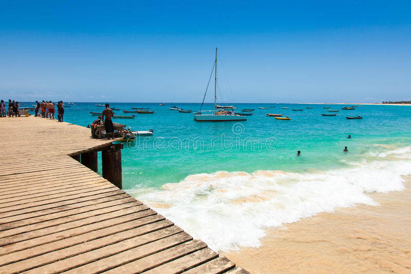 圣玛丽亚海滩浮船在婆罗双树海岛佛得角- Cabo Verde 库存照片