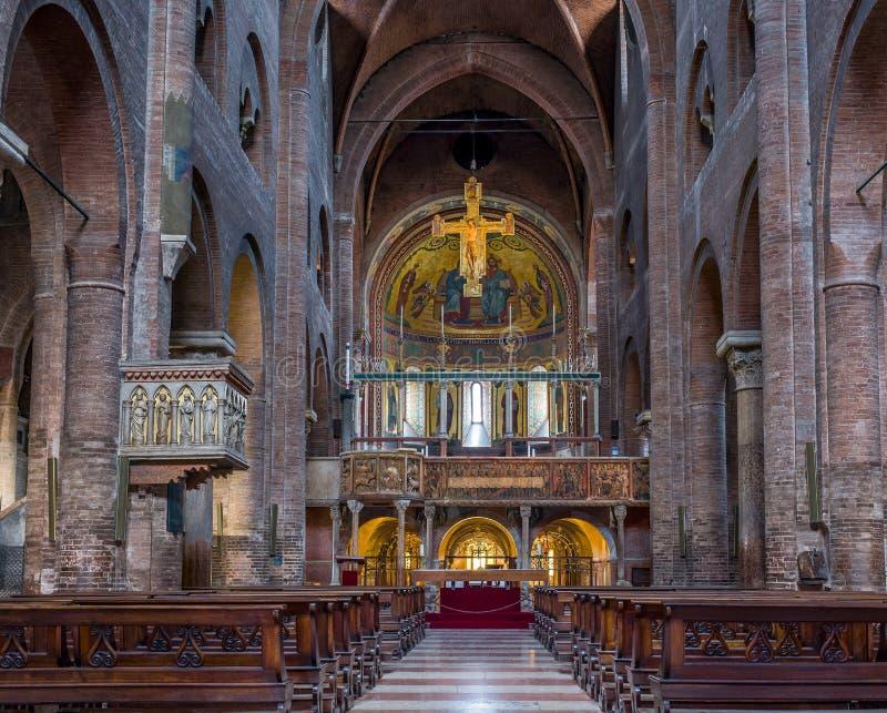 圣玛丽亚Assunta e圣摩德纳Geminiano大教堂,在伊米莉亚罗马甘 意大利 图库摄影