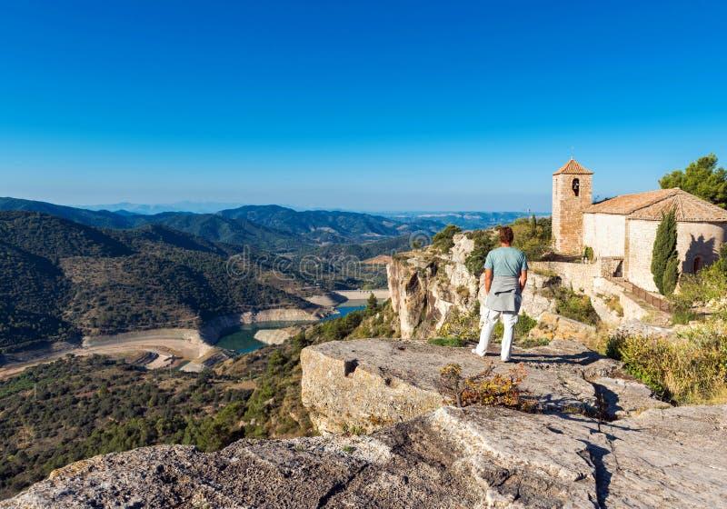 圣玛丽亚de休拉纳,塔拉贡纳,Catalunya,西班牙罗马式教会的看法  复制文本的空间 免版税库存照片