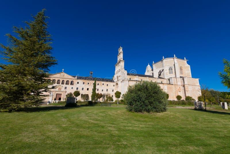 圣玛丽亚de la Vid修道院侧视图  库存照片