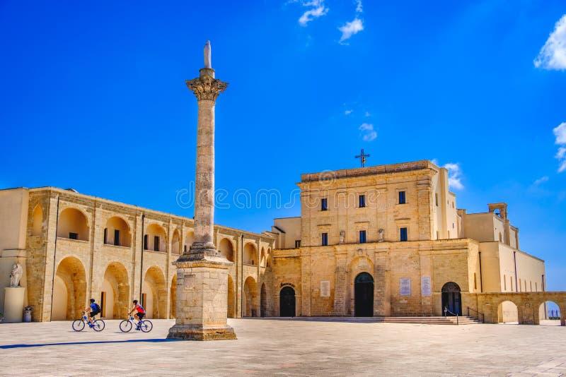 圣玛丽亚di Leuca Basilica和科隆纳Corinzia Salento莱切普利亚意大利 库存图片