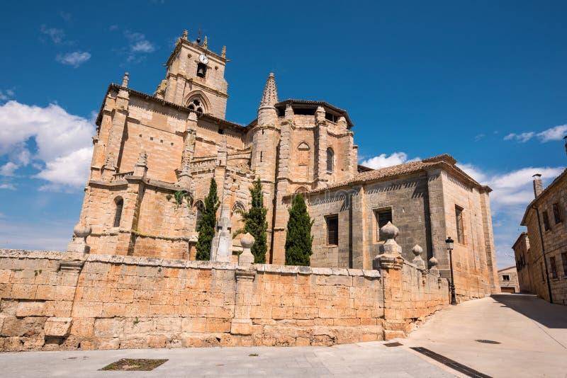 圣玛丽亚la真正的教会在Olmillos de Sasamon,布尔戈斯,西班牙 免版税库存图片