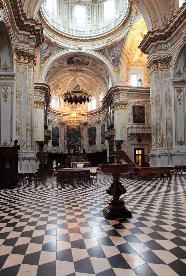 圣玛丽亚Maggiore大教堂的内部在贝加莫,意大利 库存照片