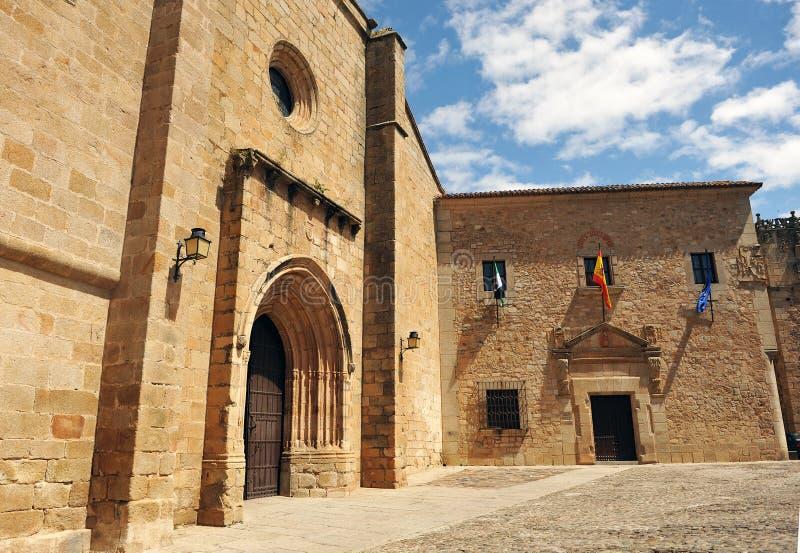 圣玛丽和宫殿代表团,巨大的市大教堂卡塞里斯,埃斯特雷马杜拉,西班牙 免版税库存图片