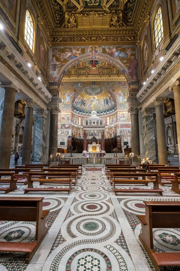 圣玛丽大教堂的内部在Trastevere 图库摄影