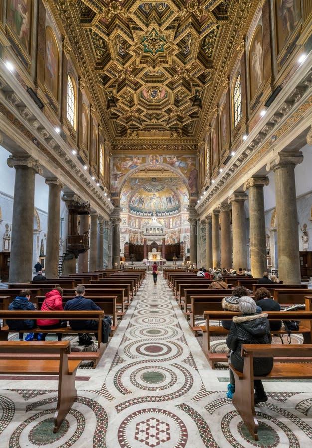 圣玛丽大教堂的内部在Trastevere 库存照片