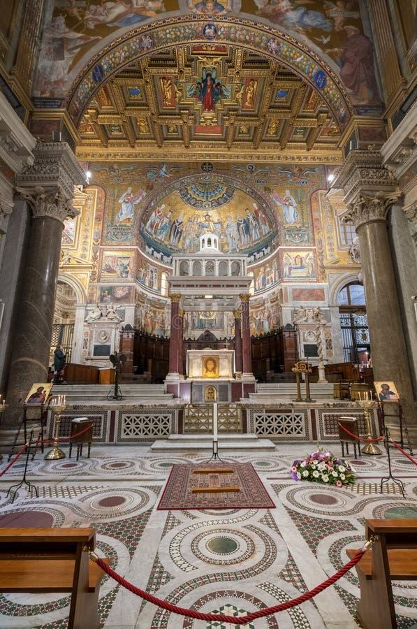 圣玛丽大教堂的内部在Trastevere 库存图片
