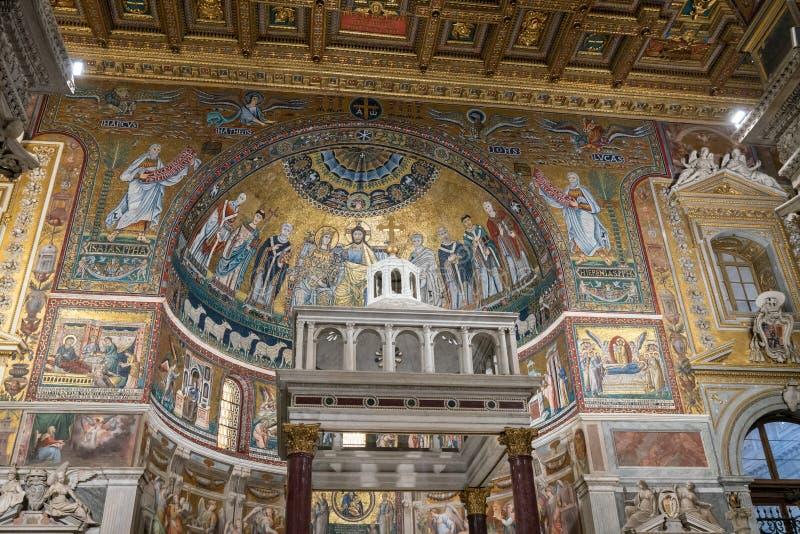 圣玛丽大教堂的内部在Trastevere 免版税库存图片