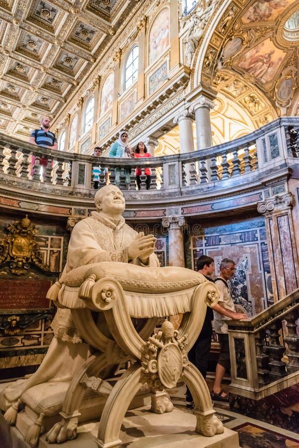 圣玛丽少校罗马教皇的大教堂的内部看法  图库摄影