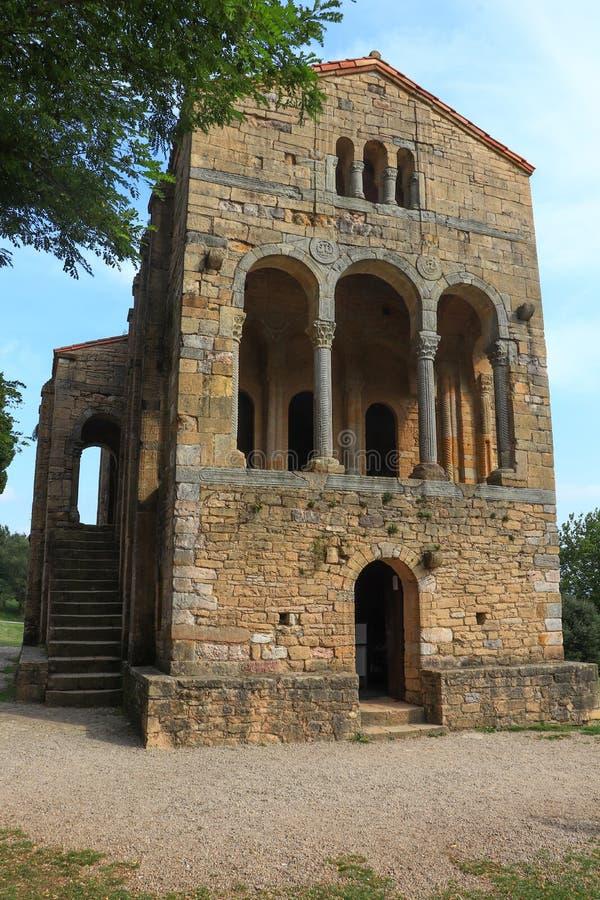 圣玛丽教会登上的Naranco是天主教阿斯图里亚斯建筑学教会在奥维耶多,西班牙 免版税库存图片
