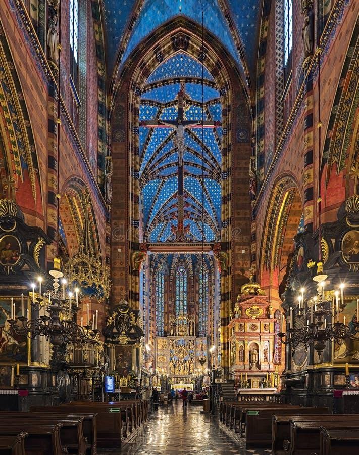 圣玛丽的大教堂内部在克拉科夫,波兰 免版税库存图片