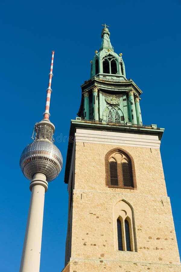 圣玛丽的教会(Marienkirche)和柏林电视塔 库存图片