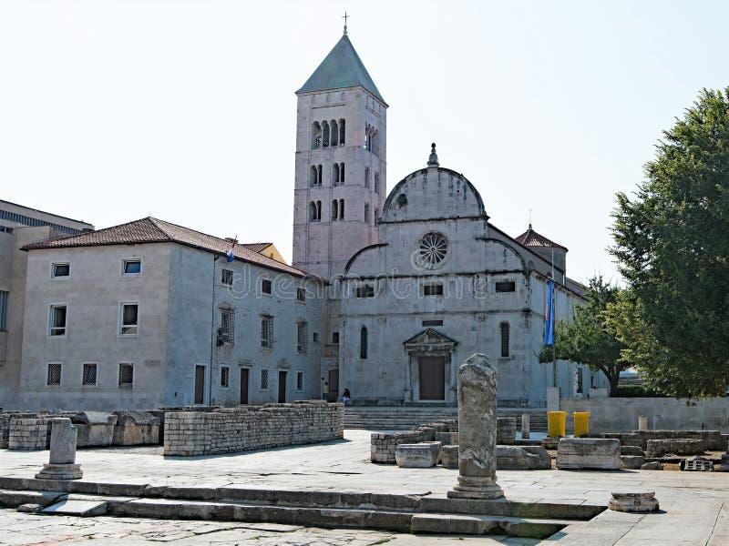圣玛丽` s教会和考古学博物馆在扎达尔老镇,克罗地亚 免版税库存照片