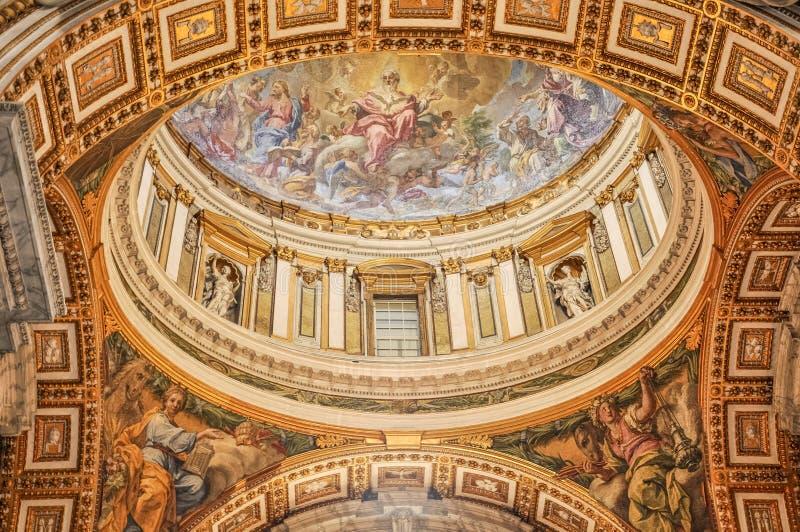 圣皮特圣徒・彼得大教堂的天花板在梵蒂冈 免版税库存图片