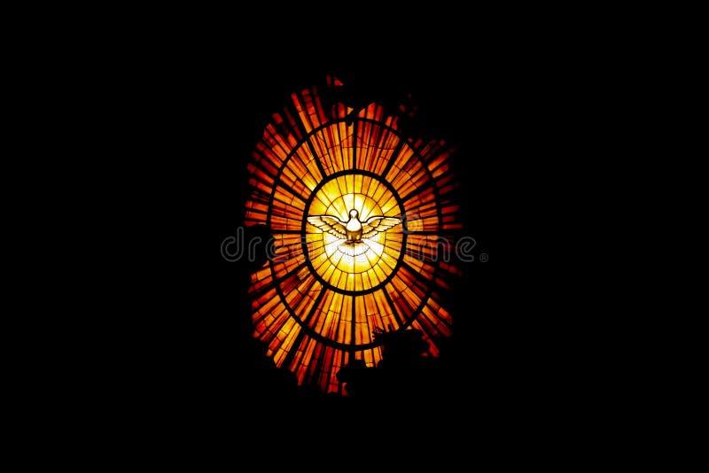 圣皮特圣徒・彼得大教堂的窗口在梵蒂冈,圣灵 免版税库存图片