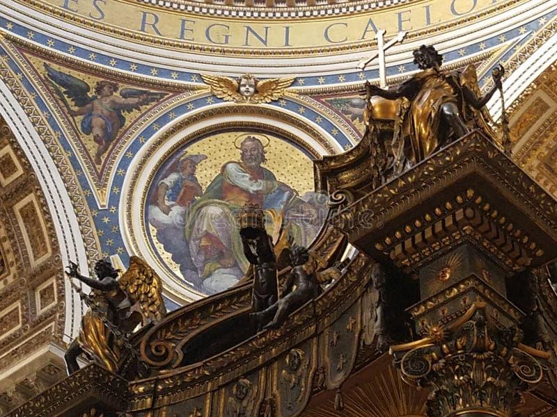 圣皮特圣徒・彼得` s主要法坛的部分  图库摄影