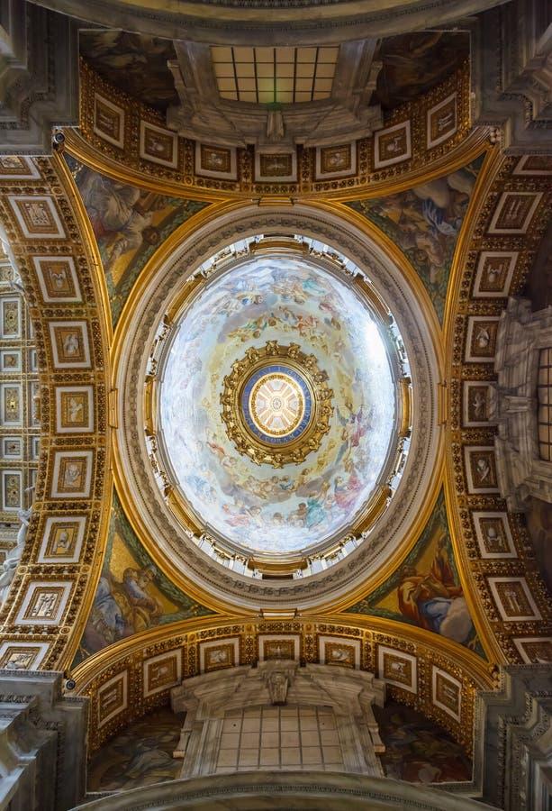 圣皮特圣徒・彼得大教堂的内部,梵蒂冈 免版税库存图片