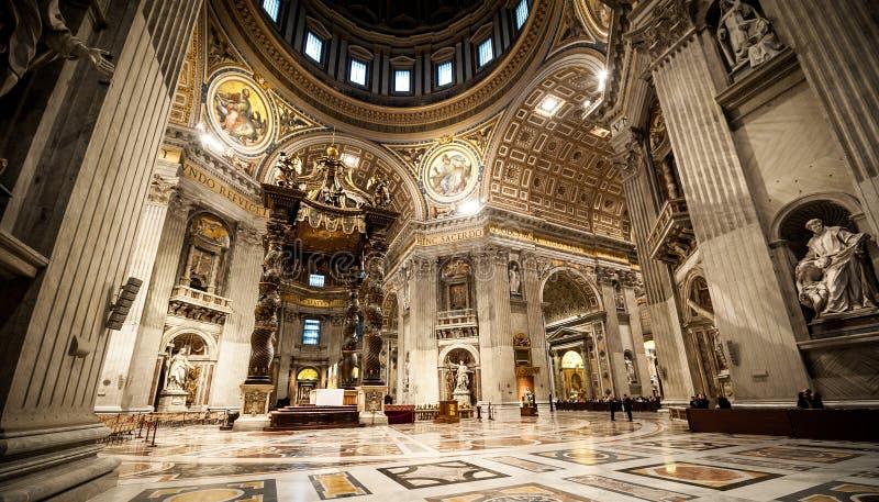 圣皮特圣徒・彼得的大教堂在里面梵蒂冈 图库摄影