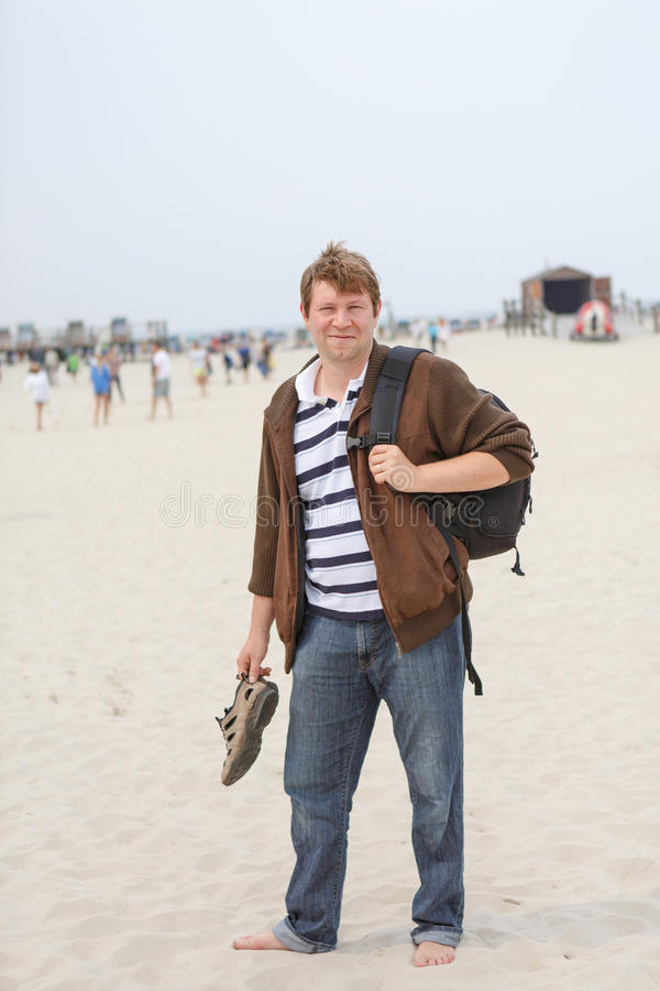 圣皮特圣徒・彼得Ording,北海海滩的年轻愉快的人, 免版税库存图片