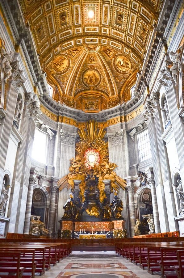 圣皮特大教堂的内部在梵蒂冈 库存图片
