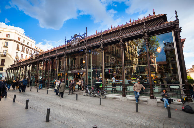 圣米格尔火山市场(梅尔卡多圣米格尔火山)在马德里的市中心 免版税库存图片