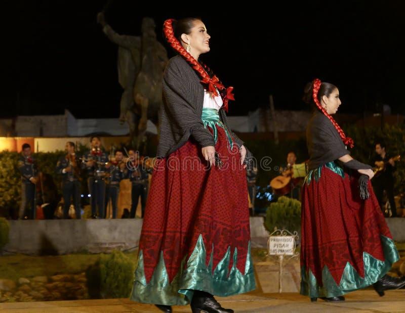 圣米格尔火山De亚伦得1月18日2017年:墨西哥民间舞蹈 免版税图库摄影