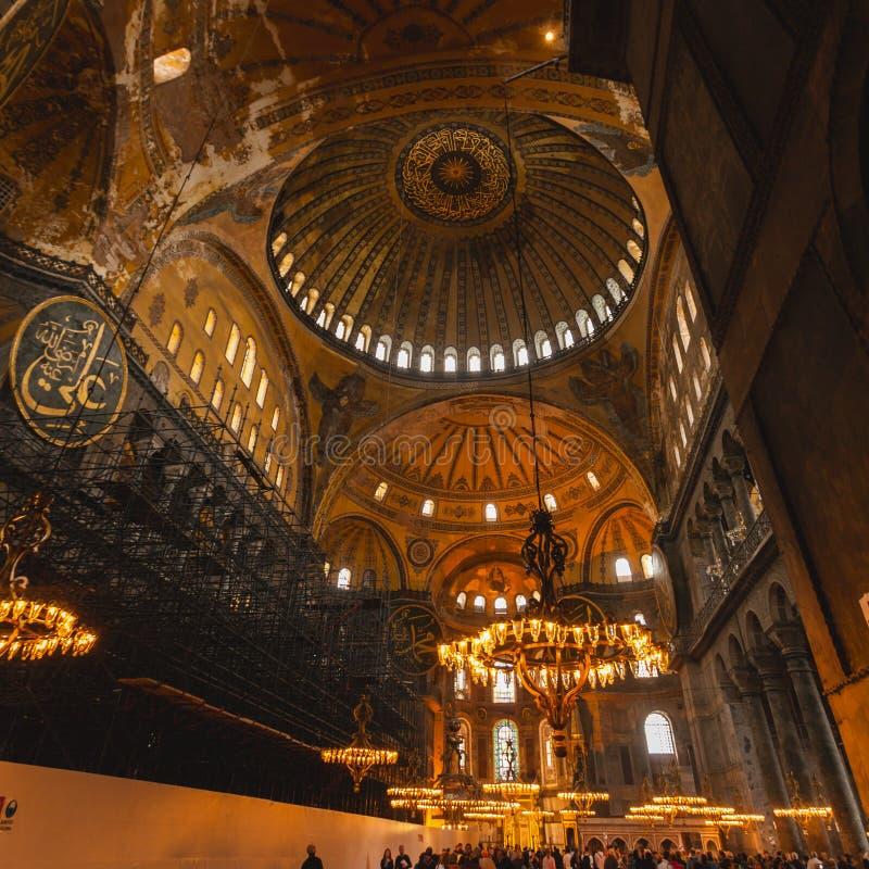 圣索非亚大教堂内部在伊斯坦布尔土耳其-建筑学背景 图库摄影