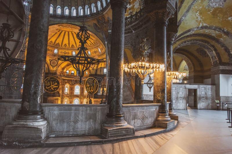 圣索非亚大教堂内部在伊斯坦布尔土耳其-建筑学背景 库存照片