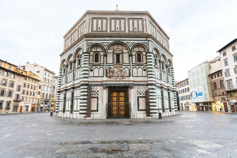圣约翰佛罗伦萨洗礼池在早晨 免版税图库摄影