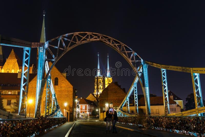 圣约翰圣十字的教会夜视图和圣巴塞洛缪和大教堂bapti 库存图片