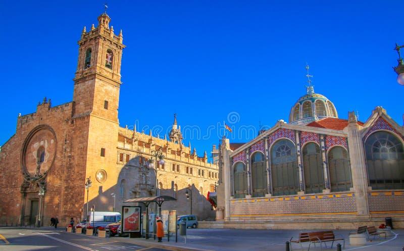 圣约翰教会在梅卡度中央de巴伦西亚旁边的 库存图片