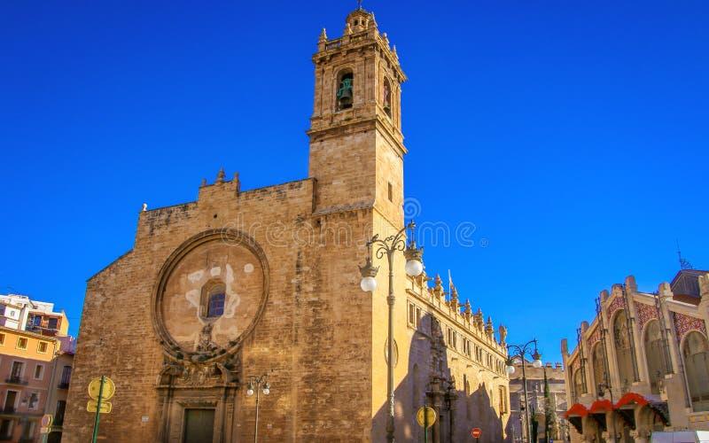 圣约翰教会在梅卡度中央de巴伦西亚旁边的 免版税库存照片
