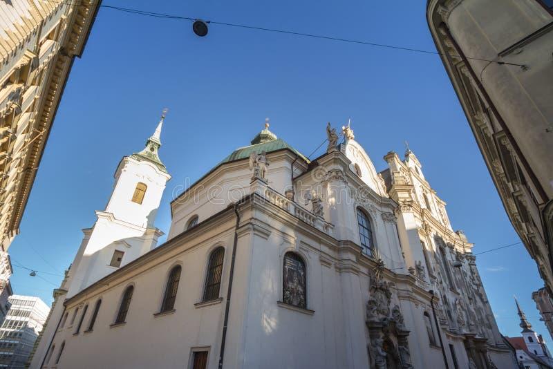 圣约翰教堂,也叫科斯特尔·斯瓦蒂奇·贾努,位于捷克共和国布尔诺的历史中心,秋天在米诺里茨卡街上 免版税图库摄影
