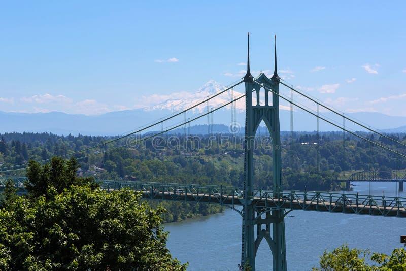 圣约翰斯桥梁和胡德山 免版税库存图片