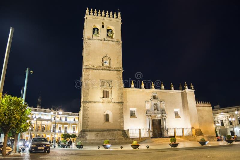 圣约翰浸礼会大教堂在晚上,巴达霍斯,西班牙 库存图片