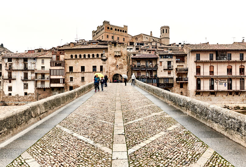 圣罗克桥梁在巴尔德罗夫雷斯村庄,西班牙 库存图片