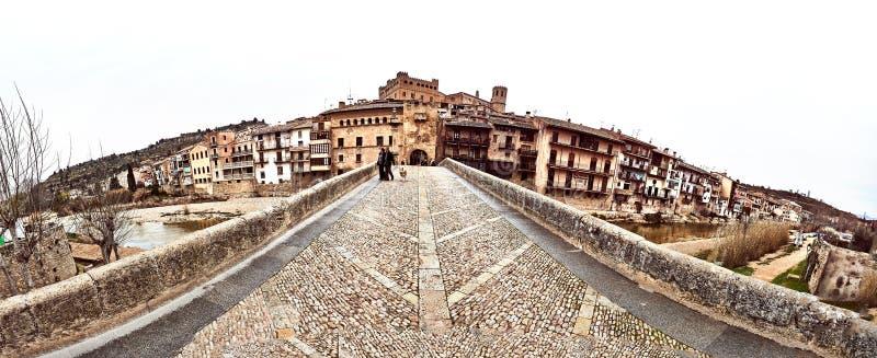 圣罗克桥梁在巴尔德罗夫雷斯村庄 西班牙 免版税库存照片