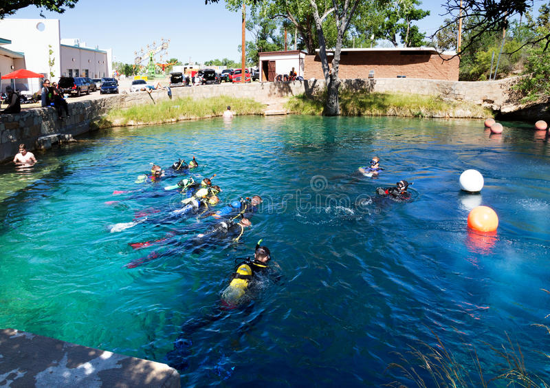 Download 圣罗莎, NM,美国- 5月28,2016 :小组有ins的潜水者 编辑类库存图片 - 图片 包括有 浮体, 漏洞: 72355739