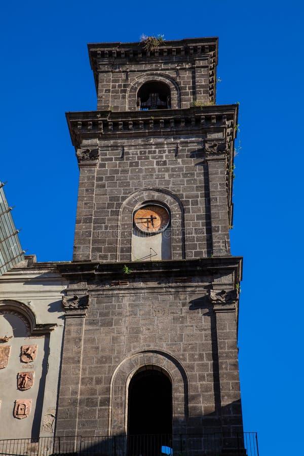 圣老楞佐圣殿马吉欧雷的钟楼在那不勒斯 库存照片