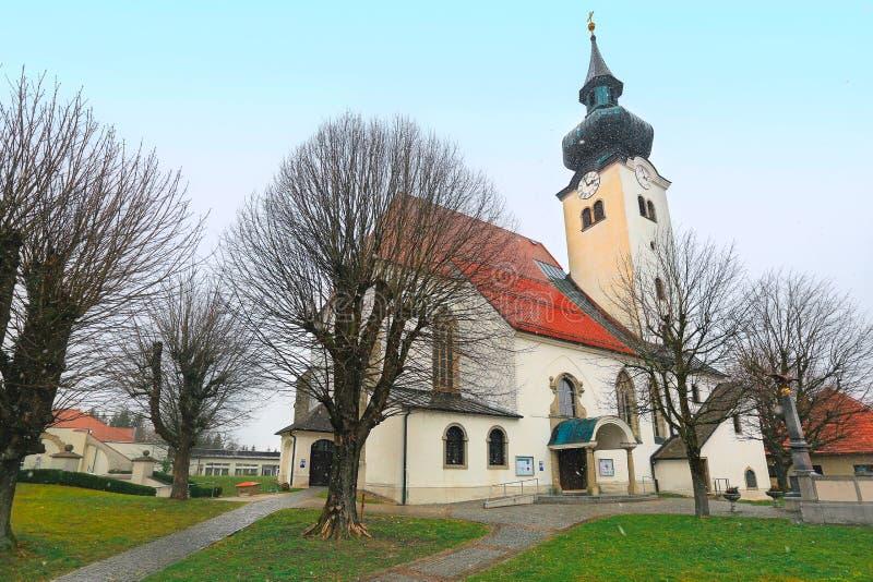 圣背带教区教堂在自治市Schoerfling的 奥地利 免版税库存图片