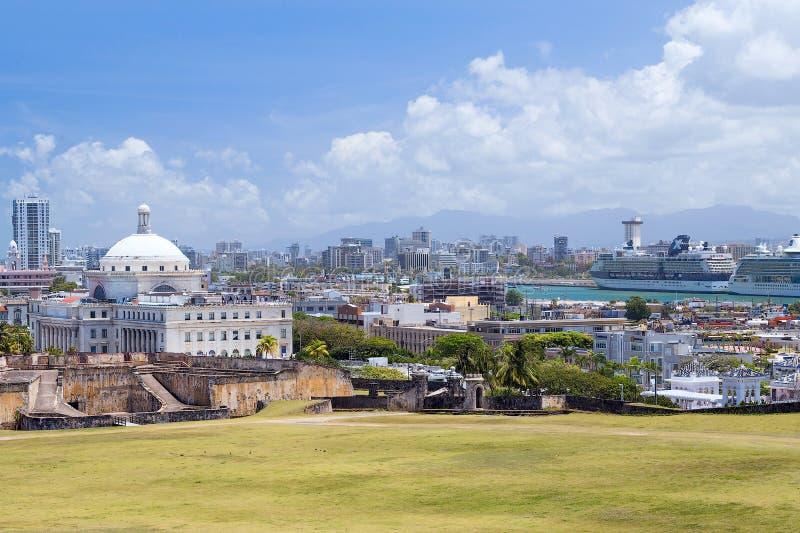 圣胡安, PR/USA - 04 11 2015年:老城市圣胡安,波多黎各全景  免版税库存图片