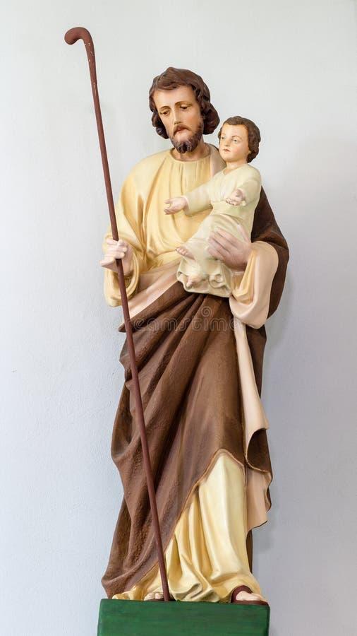 圣若瑟雕塑和小耶稣 免版税库存照片