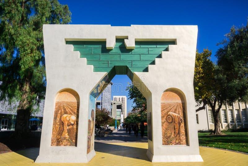 圣荷西,加利福尼亚/美国- 2017年12月6日-尊严、平等和正义曲拱根据圣荷西州立大学 免版税库存图片